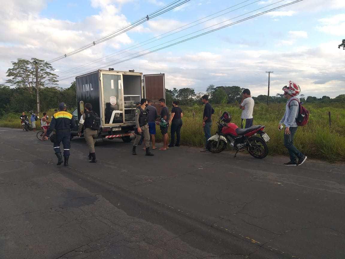 Em Cruzeiro do Sul, jovem de 22 anos morre ao colidir de moto em cerca