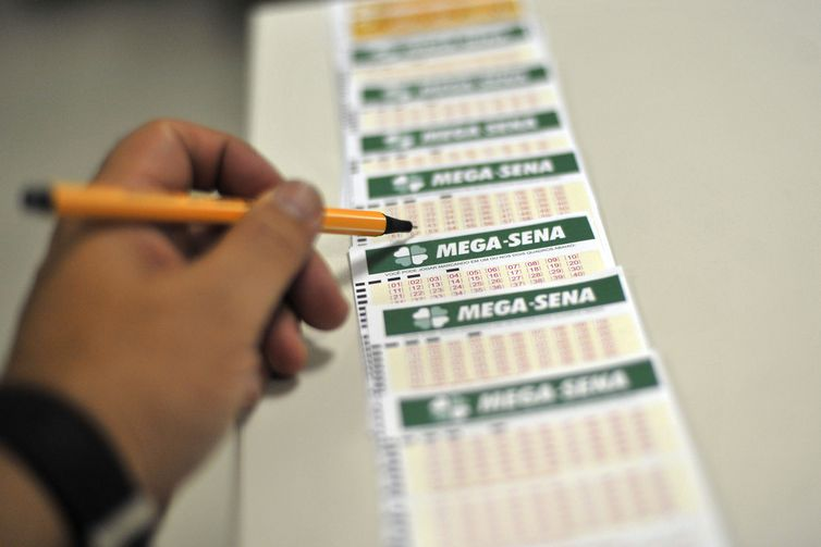 Mega-Sena pode pagar R$ 7 milhões de prêmio acumulado neste sábado