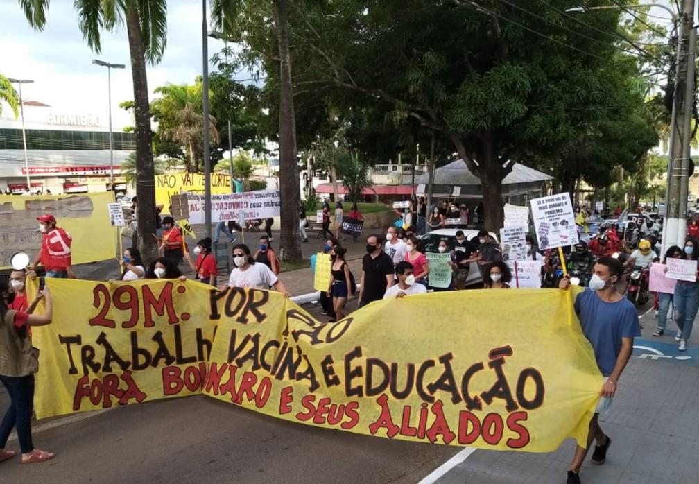Protesto por vacina e contra Bolsonaro tem caminhada da Gameleira até o Palácio