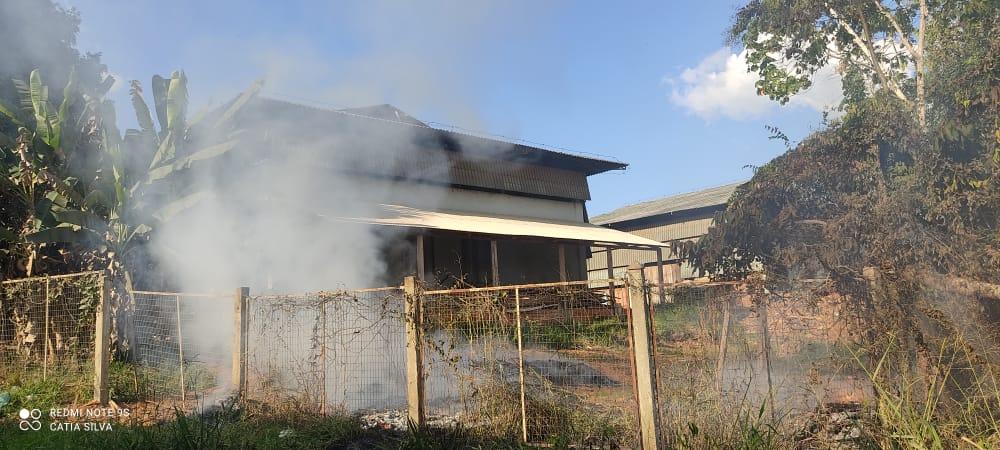 Em Xapuri, moradores denunciam queima de resíduos de madeira em Polo Moveleiro