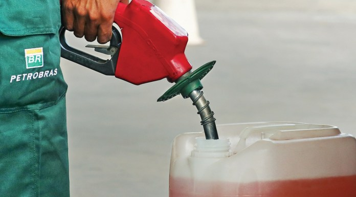 Cidades do Vale do Juruá pagam quase R$ 9 reais no litro da gasolina