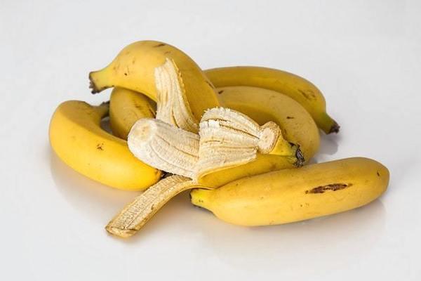 banana for acne on cheek