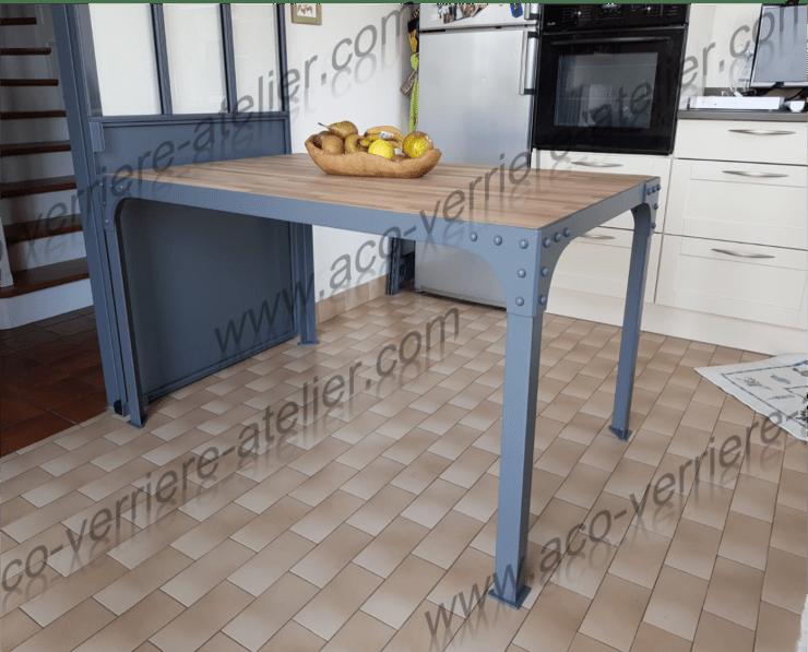 Table design acier avec verrière coulissante