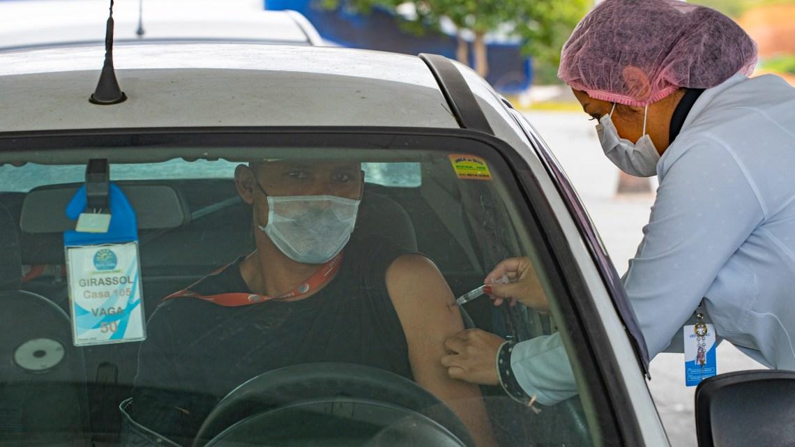 Apenas metade do público-alvo foi vacinado contra a gripe, Saúde segue com imunização e realiza drive-thru no sábado, 16/05
