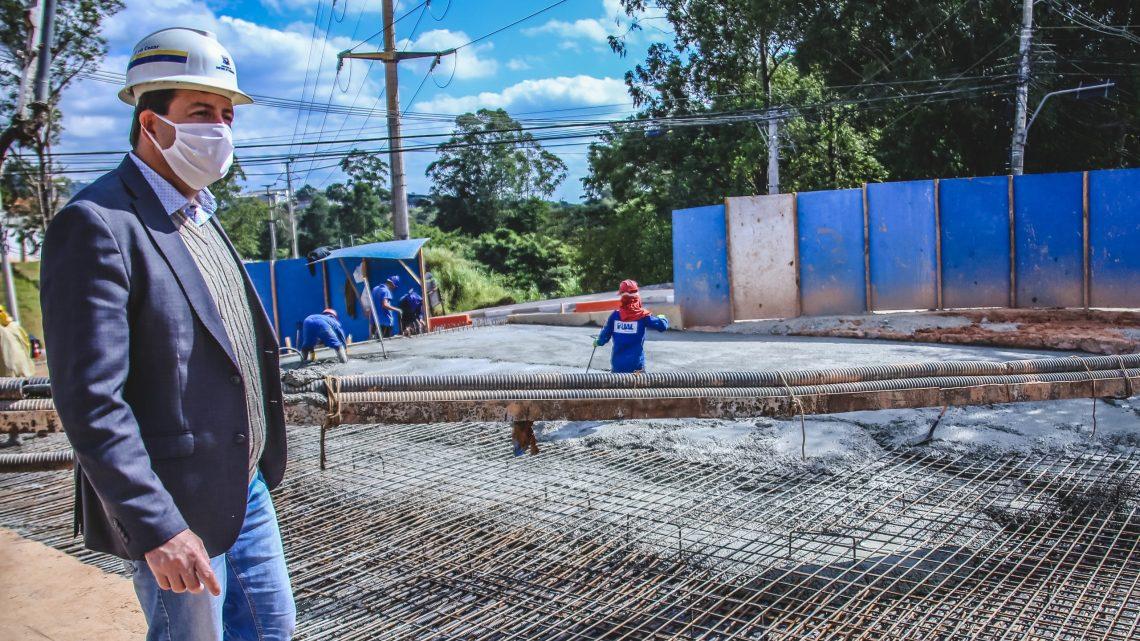 Prefeito Elvis Cezar acompanha 1ª etapa da obra do Túnel na Praça da Paz em Alphaville
