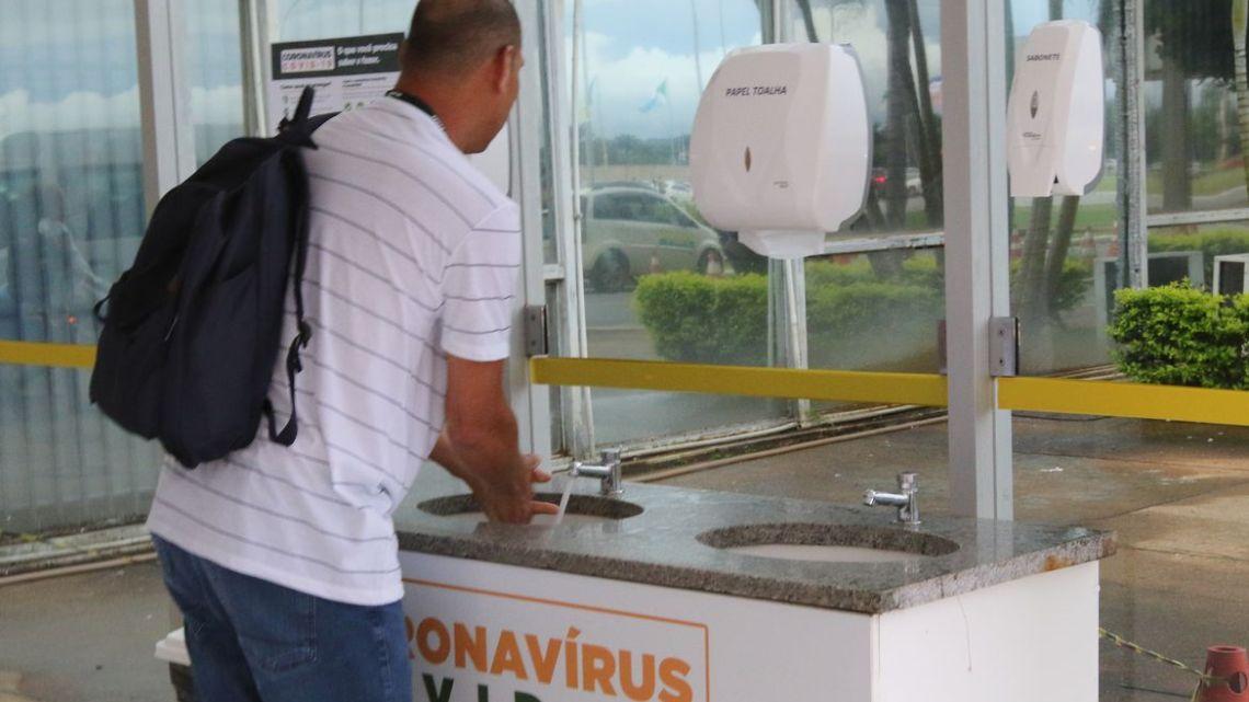 Higienizar as mãos é medida eficiente para diminuir risco da covid-19