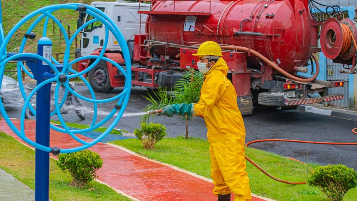 Cotia amplia Operação Desinfecção com oito caminhões pipa carregados de produto saneante (Cotia)