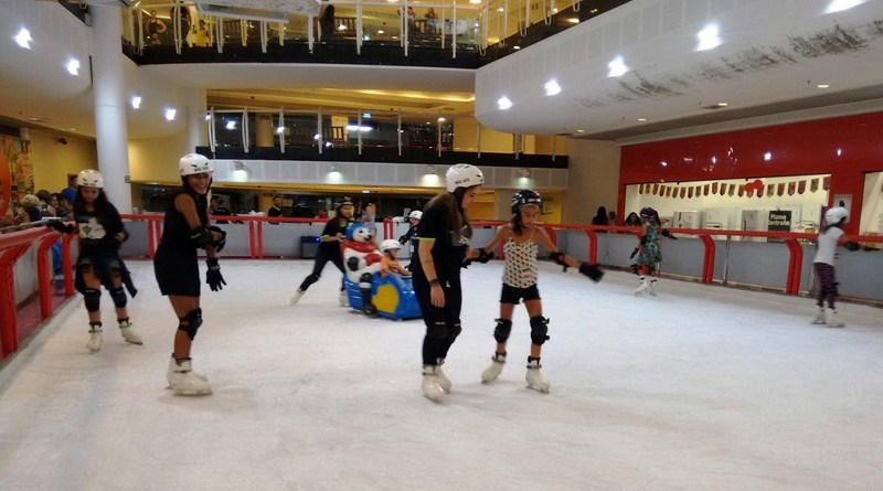 pista de patinação no gelo do Maxi Shopping