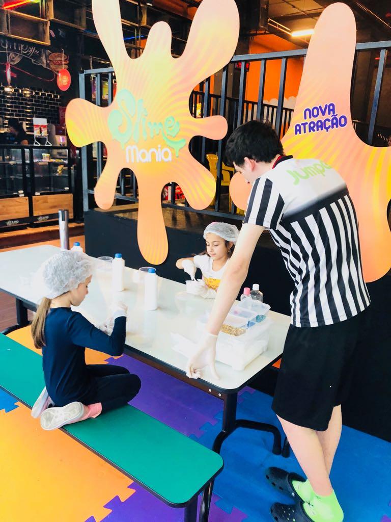 Férias: Oficina de slime ensina crianças a criar o próprio brinquedo