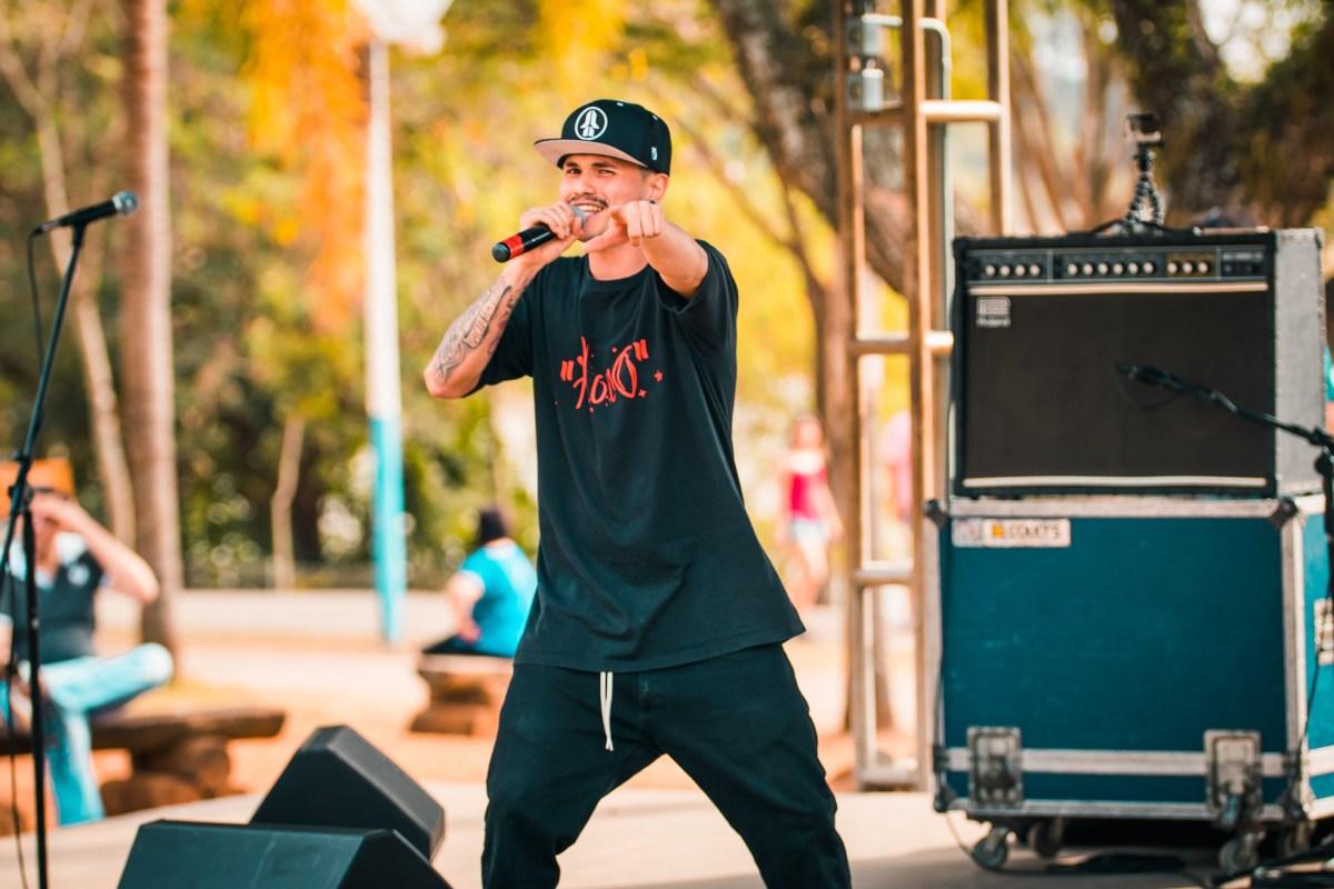 Rapper Floco lança primeira mixtape 'De malas prontas'