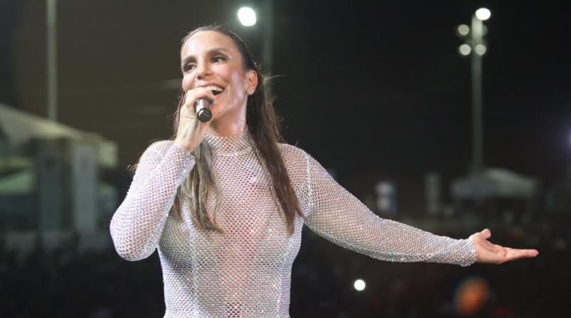 Ivete Sangalo canta no Baile do Havaí do Clube Jundiaiense