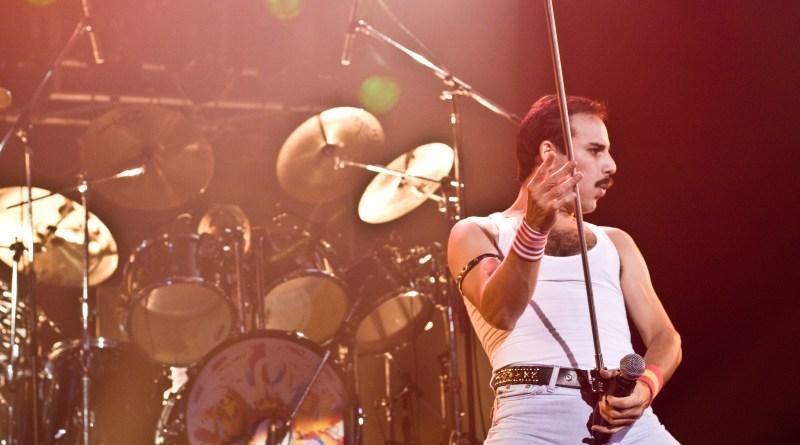 """A banda """"God Save The Queen"""", eleita pela revista Rolling Stone como melhor tributo ao Queen, fará show em Campinas na próxima sexta-feira (22/03), às 22h."""