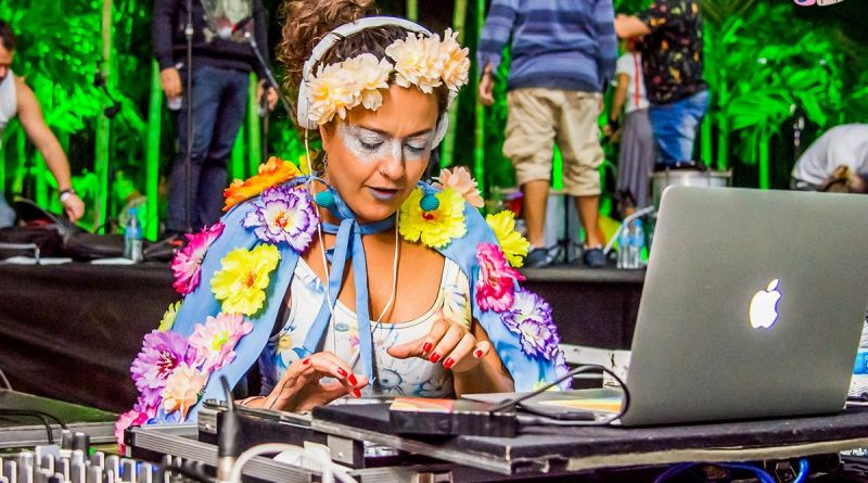 Festa Soul Groove traz a DJ Lia Macedo