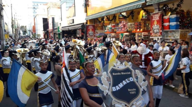 As ruas do Centro de Jundiaí serão tomadas pela magia do Natal durante a passagem da Parada Natalina 2019 na quinta-feira (19/12), às 19h.