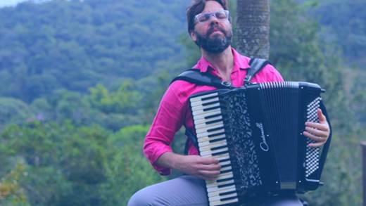 Pianista, acordeonista e arranjador, Guilherme Ribeiro toca em homenagem a Jundiaí no Sons da Terra desta sexta (28)