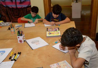 Podem se inscrever, conforme a oficina, crianças e adolescentes de 4 até 13 anos (foto tirada antes da pandemia)