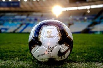 foto da bola no gramado