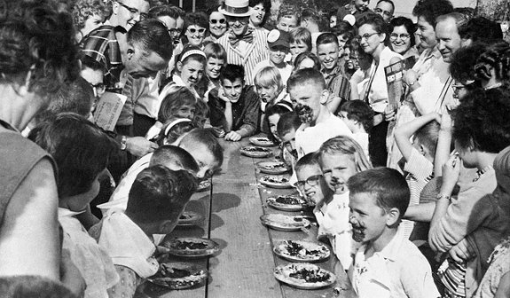 Pie_eating_Contest_06