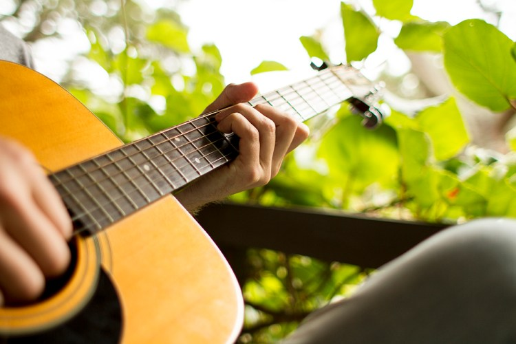 Three Tips For Playing Chords Cleanly On Your Acoustic Guitar