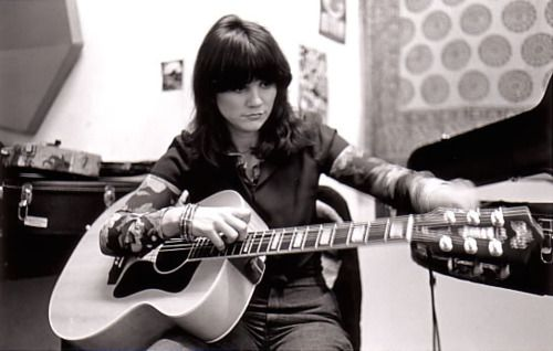 Throwback Thursday: Linda Ronstadt Sings 'It Doesn't Matter Anymore' in 1977