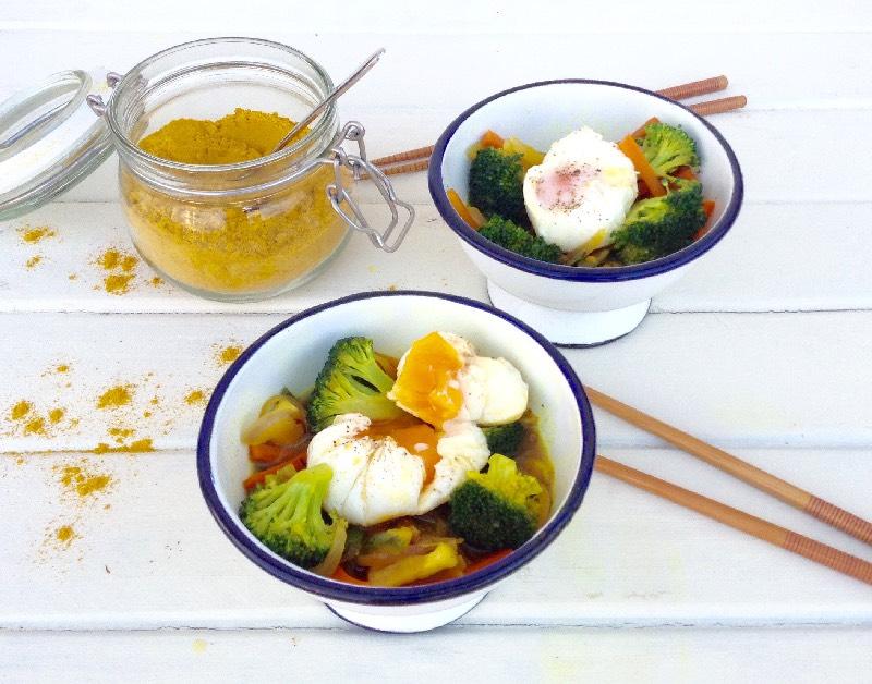 Verduritas-curry-huevo-poche