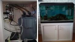 uno sportello aperto e il mobile con la vasca