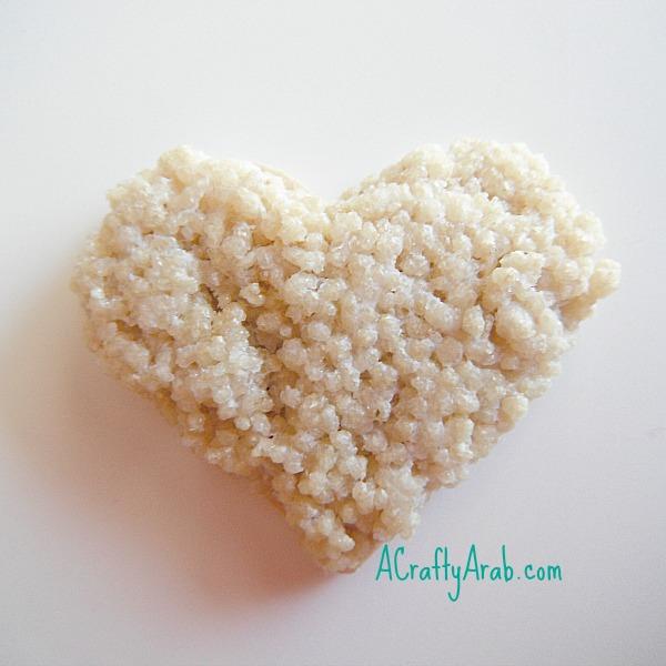 acraftyarab-couscous-heart-pin4