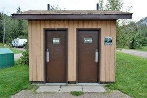 pit-toilet-hut-in-old-baldy