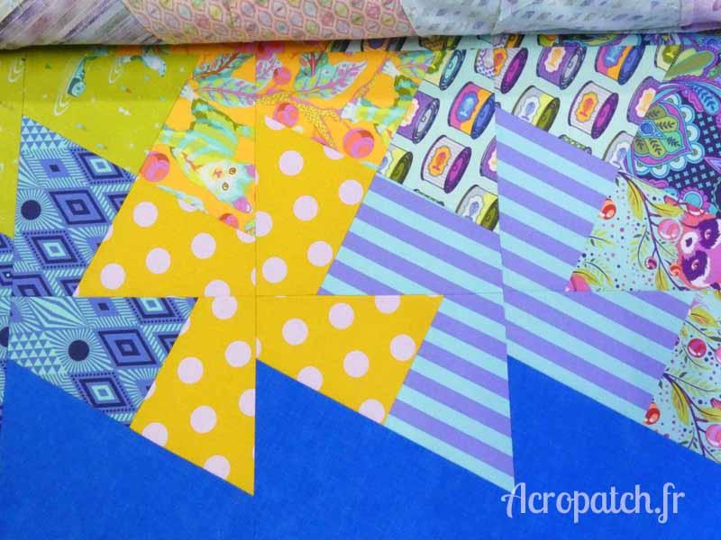 Acropatch-Panneau mural-Twisting_pinwheels-Motif-Quilting-Splash-fil-multicolore-blocs avant le quiltage