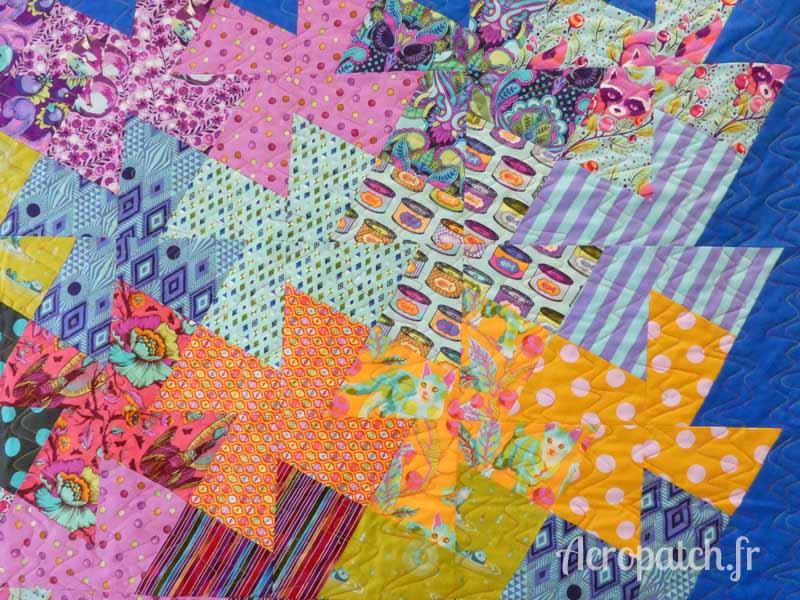 Acropatch-Panneau mural-Twisting_pinwheels-Motif-Quilting-Splash-fil-multicolore-détails des blocs et du quiltage