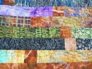 Acropatch-Motif-Matelassage-CHEMIN DE FER-couvre_lit-bandes_à_gogo_2-détails-quiltage-fil-multicolore