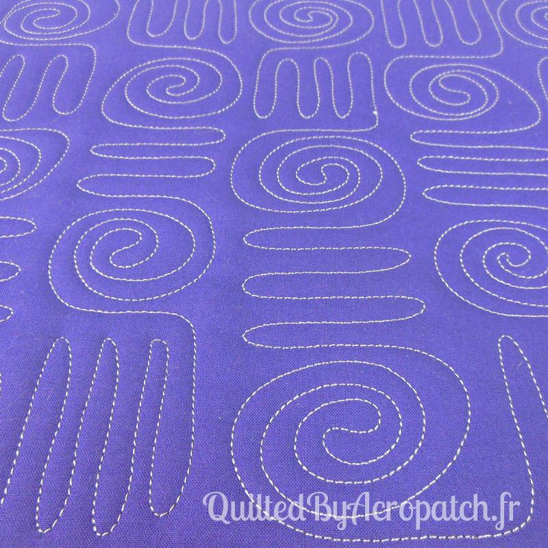 Acropatch-Motif-Quilting-HIEROGLYPHE-Sampler-fil-uni-gris (5)