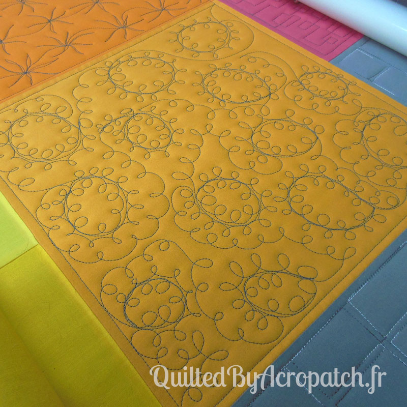 Acropatch-Motif-Quilting-LOOPING-Sampler-fil-uni-gris (3)