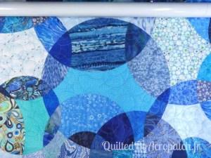 Acropatch-Panneau-mural-Motif-Quilting-LASSO-fil-dégradé-bleu-après le quiltage