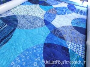 Acropatch-Panneau-mural-Motif-Quilting-LASSO-fil-dégradé-bleu-en cours de quiltage