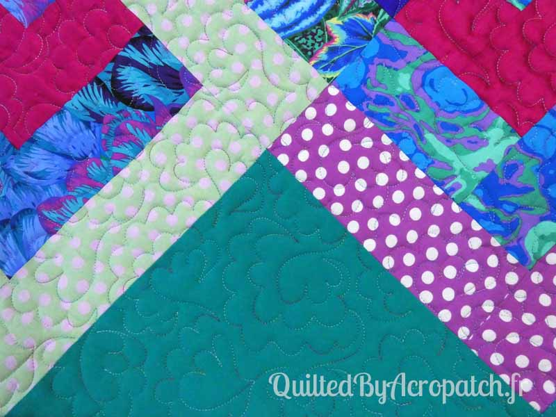 Pied-de-lit-Motif-Quilting-NUAGE-fil-multicolore-détails du quiltage