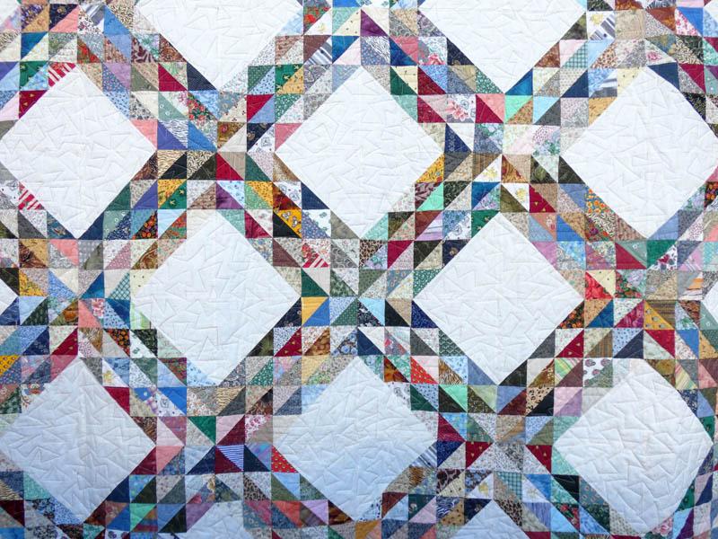 Couvre-lit-Motif-Quilting-CHADOK-fil-dégradé-mordoré-détails des blocs et du matelassage