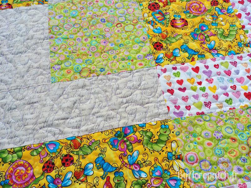Acropatch-Baby-Quilt-Box1-Motif-Quilting-I-love-you-fil-uni-parme-91x113cm-détails