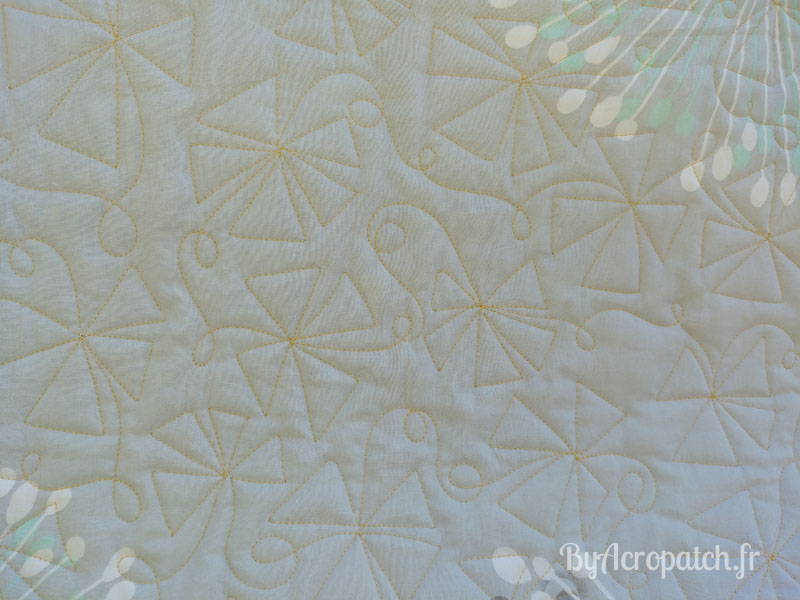Acropatch-Baby Quilt-Box2-Motif-Quilting-Moulin-fil-uni-doré-92x102cm-Quiltage sur l'Envers