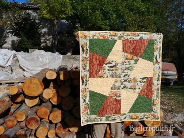 Acropatch-Baby Quilt-Box2-Motif-Quilting-Moulin-fil-uni-doré-92x102cm