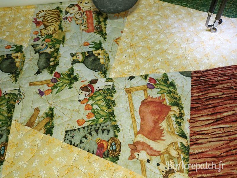 Acropatch-Baby Quilt-Box2-Motif-Quilting-Moulin-fil-uni-doré-92x102cm-En cours de quiltage