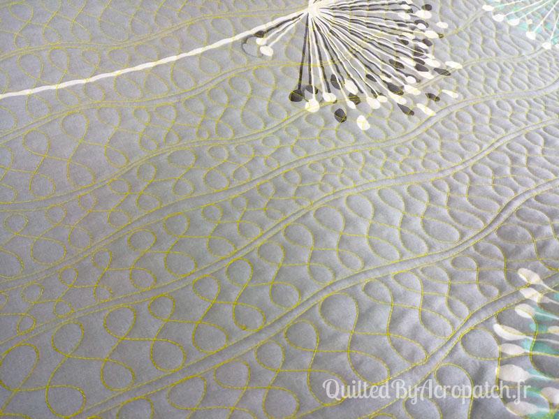 Acropatch-Plaid-Paname-Motif-Quilting-Zig_zag-tons-gris-fil-uni-jaune-147x147cm-Quiltage vu sur l'envers