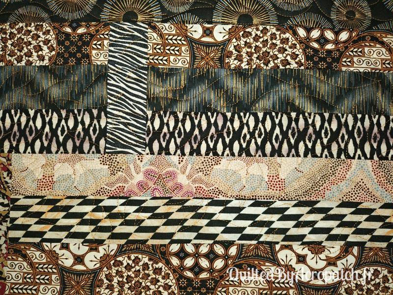 Centre-de-table-Motif-Quilting-Flamme-Tissu-aborigène-Fil-uni-doré-114x61cm-Portion après le quiltage