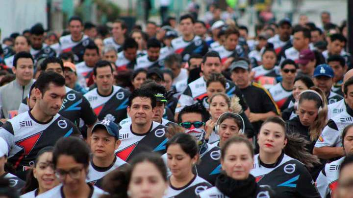 Gustavo Castillo y Angélica Zuñiga ganan Carrera Sports World 2019