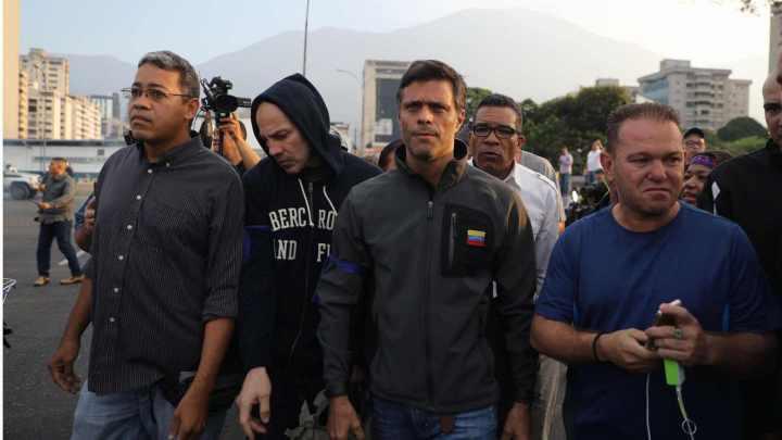 Guaidó convoca a golpe de estado contra Maduro