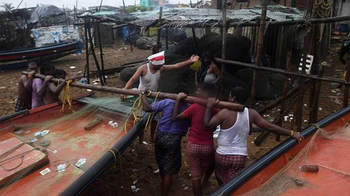 Ciclón Fani toca tierra en la India