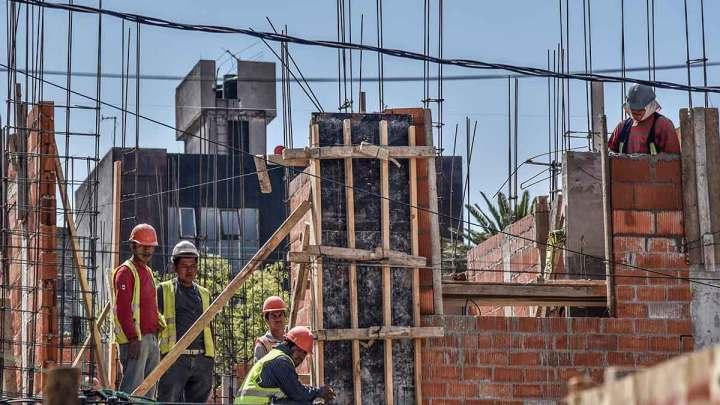 Certifica UNAM a albañiles para interpretar planos