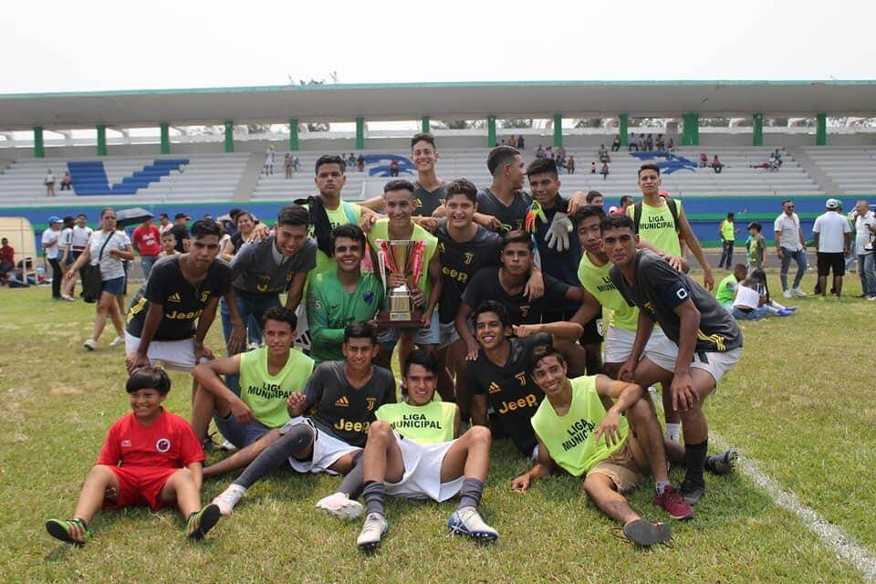 La Selección de Futbol de la Liga Municipal se proclamó campeona al vencer en tiros penales por marcador de 5-4 a los Piratas de Alvarado en la gran final del Torneo de Zona Sub-17 de la Liga Nacional Juvenil.