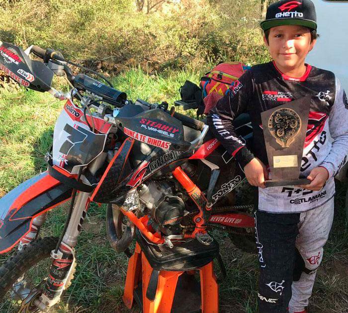 El piloto motocross enduro veracruzano Antonio García ganó la tercera fecha del Campeonato Sierras Poblanas de Enduro, que se realizó en el Municipio de Tlapacoyan, Veracruz.