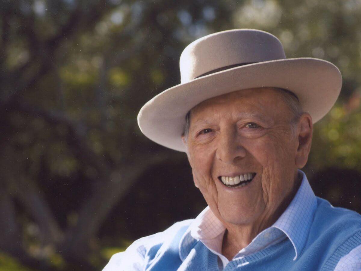 """El versátil autor de """"El motín del Caine"""", Herman Wouk murió mientras dormía la madrugada de este viernes a los 103 años de edad."""